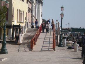 rampe venicemarathon italiaccessibile - Le rampe della VeniceMarathon sono pronte. A Venezia le barriere si superano di corsa