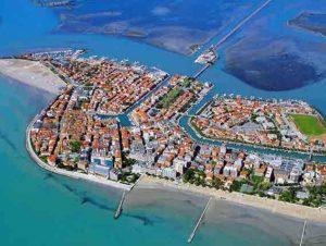 Spiaggia a Grado 300x226 - La spiaggia principale di Grado diventerà accessibile per tutte le categorie di utilizzatori