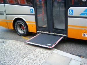 disabili mezzi pubblici 300x225 - Roma : L'Associazione Avvocato del Cittadino contro inaccessibilita' del trasporto pubblico