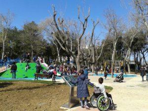 """parco accessibile rimini 1 300x225 - Luoghi da visitare con i bambini a Rimini: area giochi inclusiva """"Tutti a bordo!"""""""