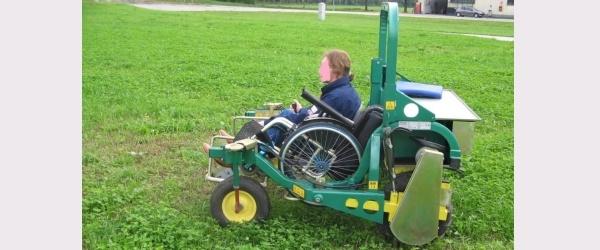 Libera, una la carrozzina elettrica per lavorare nei campi agricoli