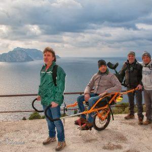 joelette sul sentiero 300x300 - La carrozzella da fuori-strada #Joëlette è arrivata in Costiera Sorrentina